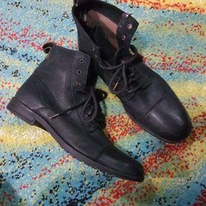 Levi's Mens high top shoes..
